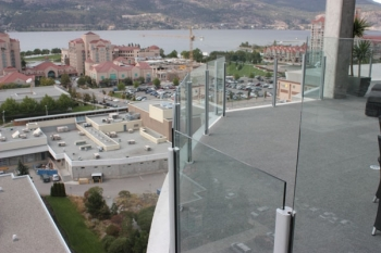 Glass Deck Railing Systems Preserve the View
