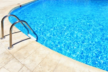 Maintenance of Swimming Pools in the Autumn