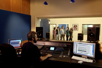 Produce Quality Albums in Professional Recording Studios - Melbourne